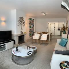 Apartamento moderno em Cascais Salas de estar mediterrâneas por NEUSA MORO Mediterrâneo
