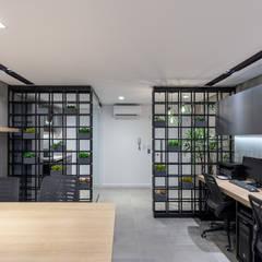 Ruang Komersial Modern Oleh Estúdio AZ Arquitetura Modern Besi/Baja