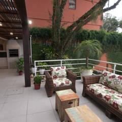 Tropical style balcony, porch & terrace by NEUSA MORO Tropical