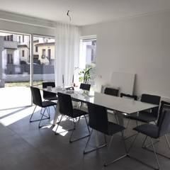 Puertas y ventanas minimalistas de PIEMMEGI SRL Minimalista Aluminio/Cinc