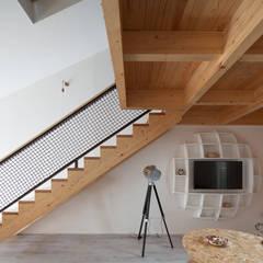 7g Roaster Hotéis modernos por wn studio Moderno Madeira Acabamento em madeira
