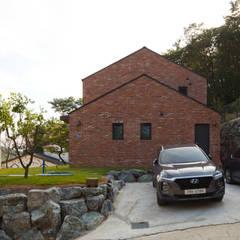 Scandinavian style garage/shed by 위드하임 Scandinavian