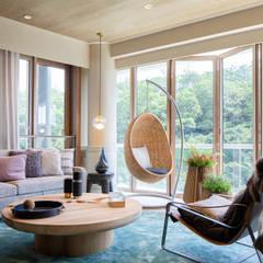 Artist's Craftland Modern living room by Lot Architects Ltd Modern