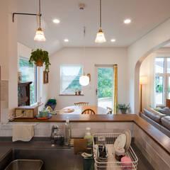 [양평목조주택] 양평군 서종면 정배리에 위치한 목조주택 AV룸이 매력적인 주택 모던스타일 주방 by 위드하임 모던