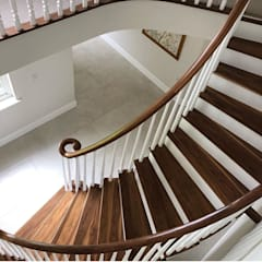 Helical Staircase in Walnut by Boss Stairs Limited Classic ٹھوس لکڑی Multicolored