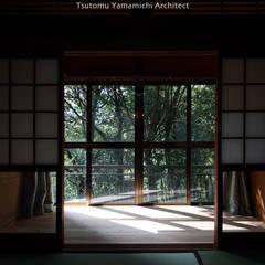 de 山道勉建築 Asiático Madera Acabado en madera