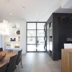 Kavel 52 Oranjeburgh, Schiedam van Thijssen Verheijden Architecture & Management Modern