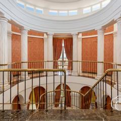 Corredores, halls e escadas coloniais por Per Hansen Colonial Tijolo
