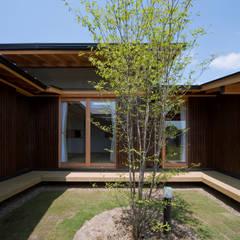 by 山道勉建築 Scandinavian لکڑی Wood effect