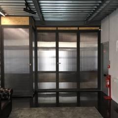 Conceito para recepção de empresa por Buum Design Studio Industrial Ferro/Aço