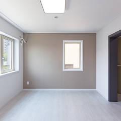 용인에 위치한 '도란도란' 3층 단독주택 모던스타일 침실 by 한글주택(주) 모던