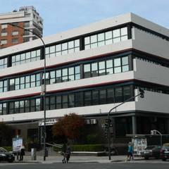 Reforma y ampliación Colegio San Martín de Tours   Ciudad de Buenos Aires Escuelas de estilo moderno de REZ Arquitectura   Diseño   Construcción Moderno Concreto reforzado
