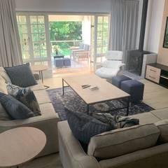 Renovation of a Parkview home Modern living room by CS DESIGN Modern