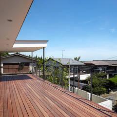 丘の上の家 モダンデザインの テラス の 株式会社小島真知建築設計事務所 / Masatomo Kojima Architects モダン