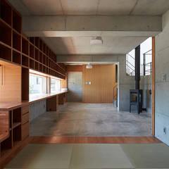 Salas de entretenimiento de estilo moderno de 株式会社小島真知建築設計事務所 / Masatomo Kojima Architects Moderno