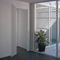 Minimalist conservatory by Altro_Studio Minimalist