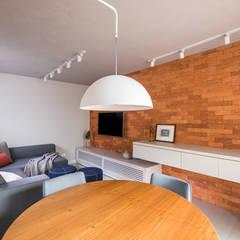 SALA MULTIFUNCIONAL MODERNA E ACONCHEGANTE Spa moderno por Mirá Arquitetura Moderno Tijolo