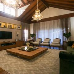 Residencia Atemporal e Luxuosa Salas de estar ecléticas por Élcio Bianchini Projetos Eclético
