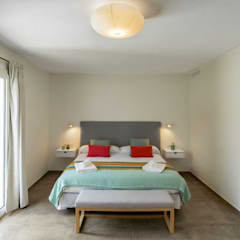 Dormitorios de estilo mediterráneo de CREAPROJECTS. Interior design. Mediterráneo