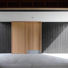 من 芦田成人建築設計事務所 ريفي خشب Wood effect