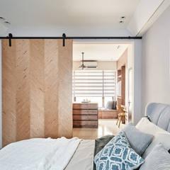 por 禾宇室內設計 Escandinavo Madeira Efeito de madeira