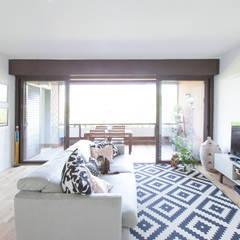 Ruang Keluarga Modern Oleh GruppoTre Architetti Modern