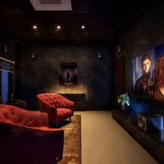 Azjatycki pokój multimedialny od Monnaie Interiors Pvt Ltd Azjatycki