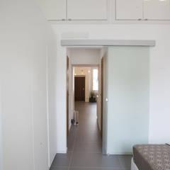 Modern corridor, hallway & stairs by GruppoTre Architetti Modern