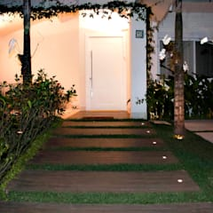 Casa Praia da Baleia, São Sebastião/SP por RAWI Arquitetura + Design Minimalista Madeira Efeito de madeira