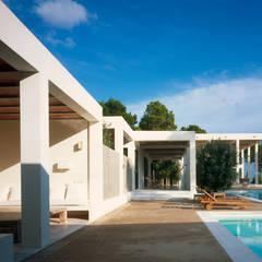 Casas mediterrâneas por deBM Arquitectura y Paisajismo Mediterrâneo