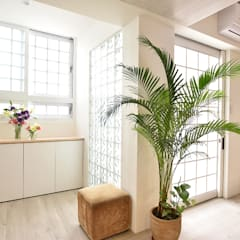 Minimalist corridor, hallway & stairs by 八寶空間美學| BABODESIGN Minimalist
