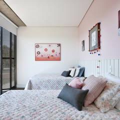 Casa Condominio Porto Feliz por Marcela Rocca Arquitetura & Interiores Moderno