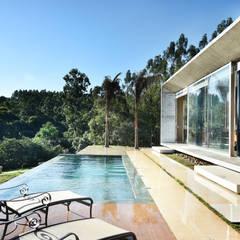 van Marcela Rocca Arquitetura & Interiores Modern
