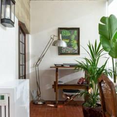 Anexos de estilo clásico de Maria Mayer   Interior & Landscape Design Clásico