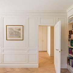 Appartement, Kapellen België Eclectische studeerkamer van ÈMCÉ interior architecture Eclectisch