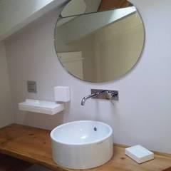 Banheiros coloniais por CLARE STUDIO Colonial