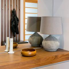 Traço Magenta - Design de Interiores Corridor, hallway & stairsDrawers & shelves