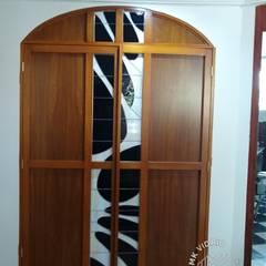 Detalle puertas mueble MKVidrio Salas de entretenimiento de estilo clásico Vidrio Beige