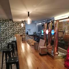 Universal Group Modern walls & floors Wood Wood effect