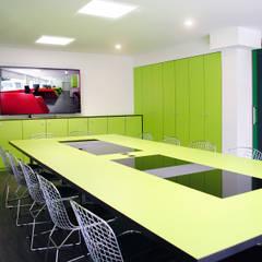 MANUEL TORRES DESIGN Locaux commerciaux & Magasin industriels Vert