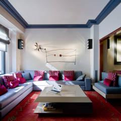 Vivienda de Estilo Neoclásico en la calle Caspe de Barcelona MANUEL TORRES DESIGN Salones de estilo moderno