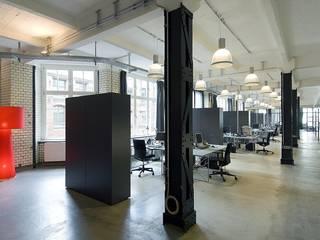 Oficinas y tiendas de estilo  por BERLINRODEO interior concepts GmbH