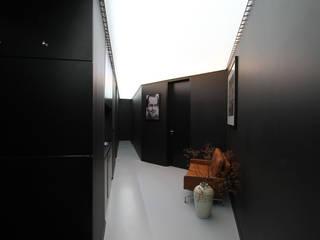 Nowoczesny korytarz, przedpokój i schody od designyougo - architects and designers Nowoczesny