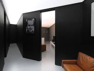 Nowoczesny pokój multimedialny od designyougo - architects and designers Nowoczesny