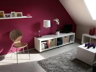 Komplette Neugestaltung einer Dachgeschosswohnung: moderne Schlafzimmer von FEINARBEIT wohnberatung