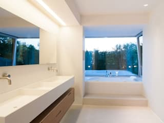Baños de estilo  por Fugenlose  mineralische Böden und Wände