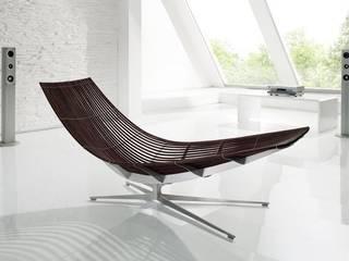 Design-Liege mit elegantem Fuß in Edelstahl:   von KERN-DESIGN GmbH Innenarchitektur + Einrichtung