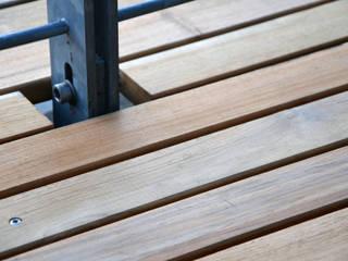 Teak Terrasse Berlin Moderner Balkon, Veranda & Terrasse von BioMaderas GmbH Modern