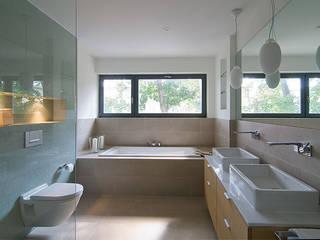 Familienbad:  Badezimmer von  Design,Modern