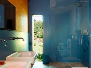 Haus K.: rustikale Badezimmer von Architekturbüro Riek